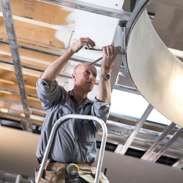 Volg een opleiding tot plafond- en wandmonteur