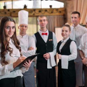 Leidinggevende student in restaurant
